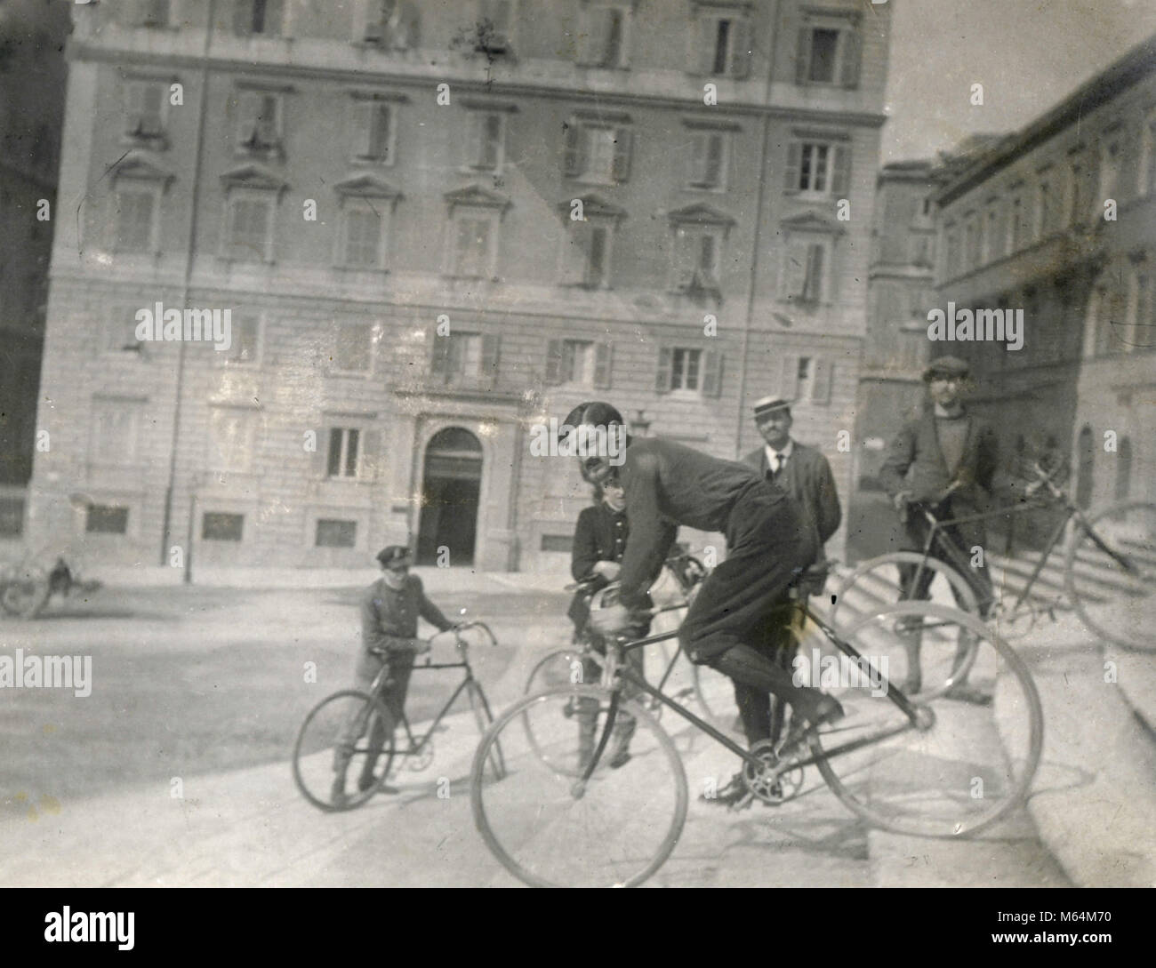 Descending the stairway with the bike, Italy 1910s - Stock Image