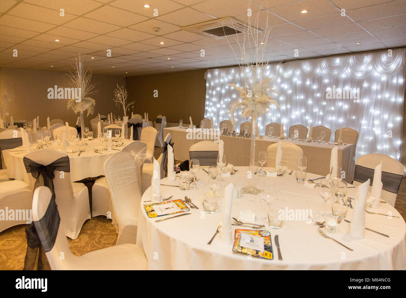 Winter wonderland wedding reception room - Stock Image & Wedding Breakfast Top Table Settings Stock Photos \u0026 Wedding ...