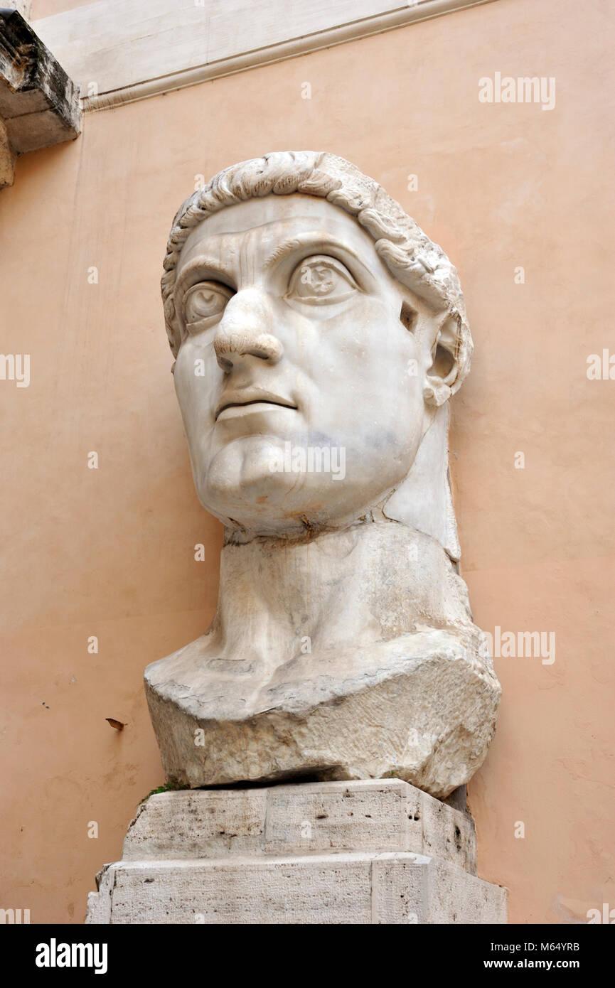 Italy, Rome, Capitoline museums, Musei Capitolini, Palazzo dei Conservatori, courtyard, colossal statue of roman - Stock Image