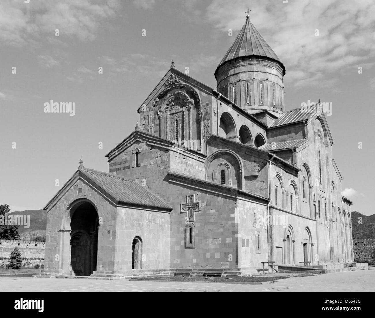 Svetitskhoveli Cathedral in Mtskheta, Georgia in black and white - Stock Image
