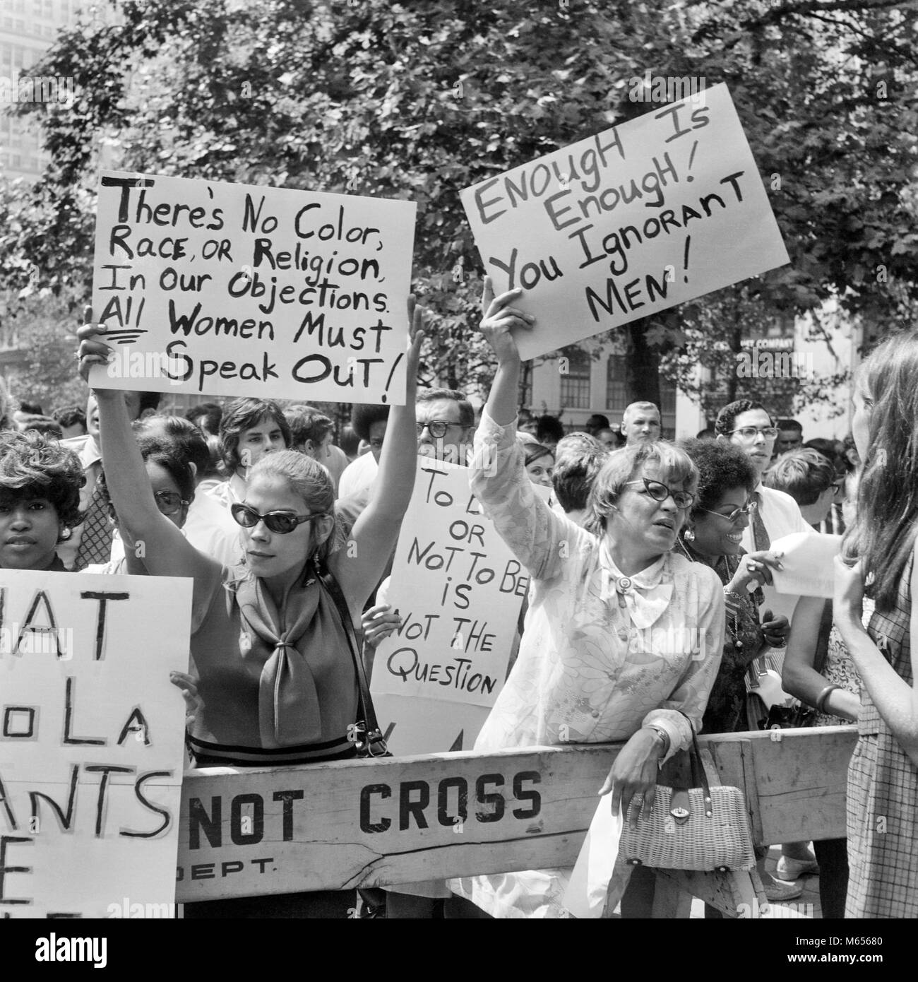 de7ca28b1a 1970s GROUP OF WOMEN DEMONSTRATING WITH WOMEN'S LIBERATION SLOGAN PLACARDS  IN NYC USA - c11534 HAR001