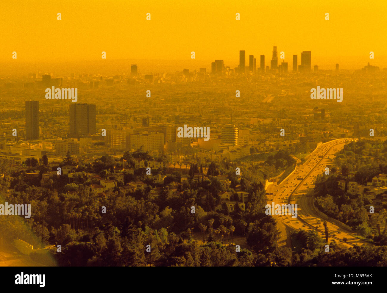 1990s AERIAL SKYLINE WITH SMOG LOS ANGELES CALIFORNIA USA - ca002716 CAM001 HARS WEST COAST FREEWAY AUTOMOBILES - Stock Image