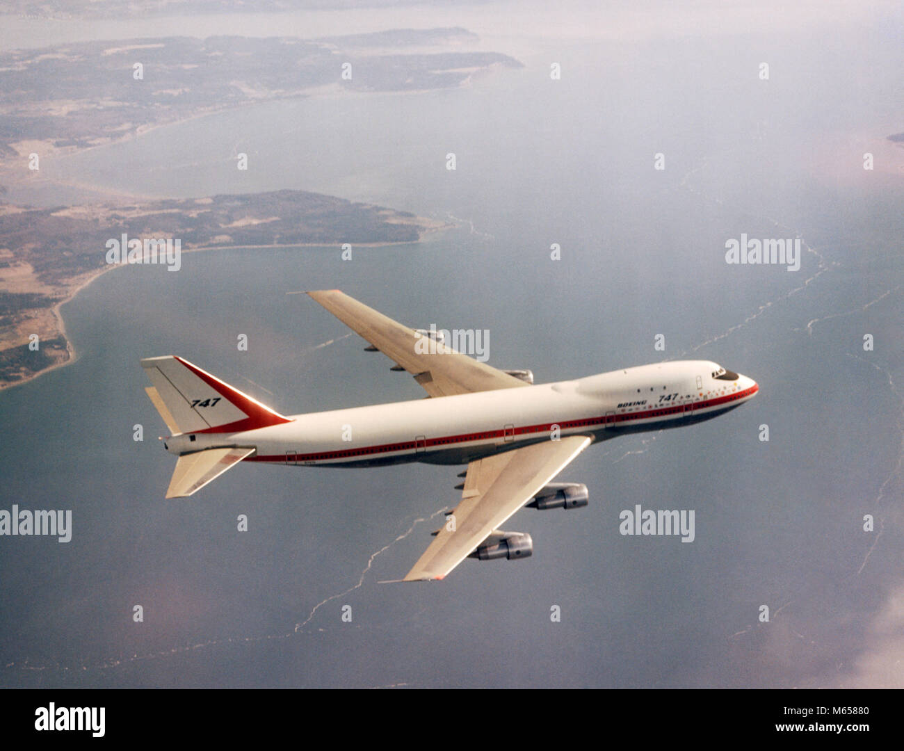 1970s BOEING 747 AIRPLANE OVER WATER TRANSPORTATION COMMERCIAL AVIATION AIR TRAVEL - ka4347 HAR001 HARS OLD FASHIONED - Stock Image