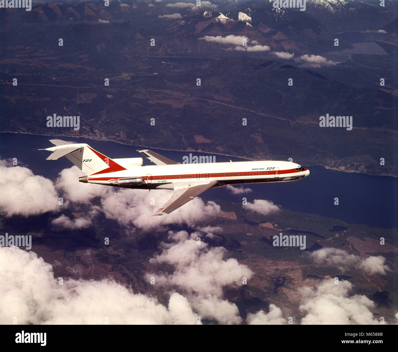 1970s BOEING 727 AIRPLANE PLANE FLYING TRANSPORTATION COMMERCIAL AVIATION AIR TRAVEL - ka4349 HAR001 HARS OLD FASHIONED - Stock Image