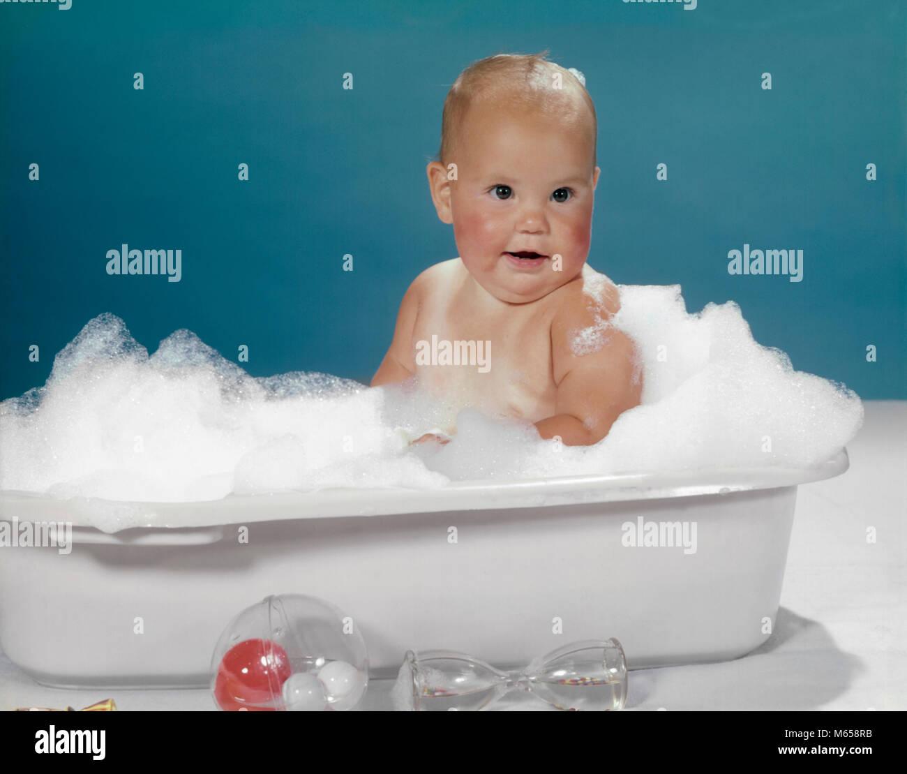 1950s 1960s CLEAN HAPPY BABY SITTING IN PLASTIC BATH TUB BASIN FULL ...