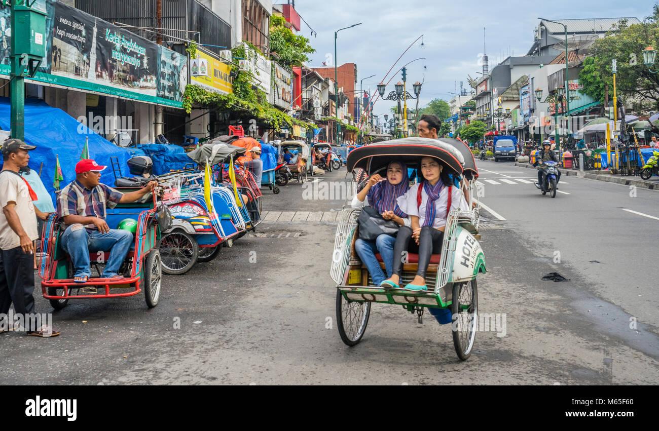 Indonesia, Central Java, Yogyakarta, 'becak' trishaw taxis at Jalan Malioboro - Stock Image