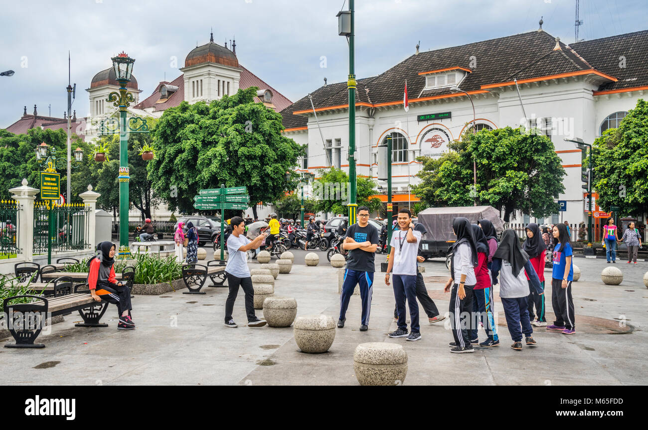Indonesia, Central Java, Yogyakarta, students at Kilometer 0 oposite the General Post Office - Stock Image