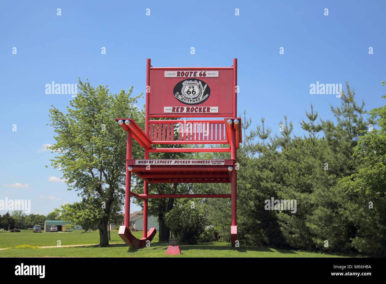 giant rocking chairs in fanning outpost on route 66 missouri - Stock Image