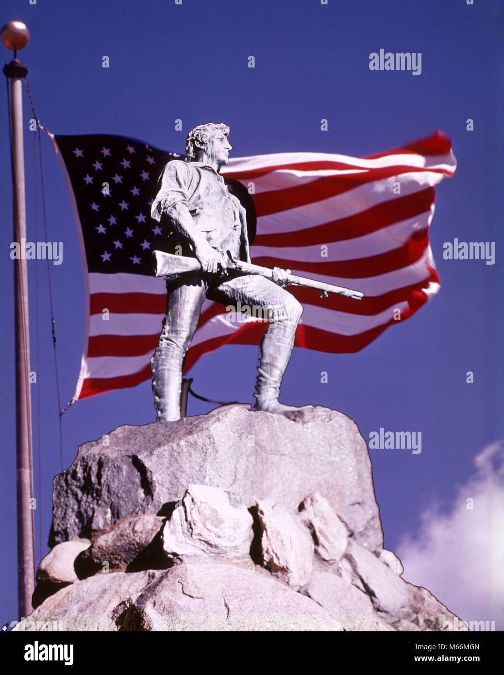 THE LEXINGTON MINUTEMAN STATUE SUPERIMPOSED ON AMERICAN FLAG AGAINST BLUE SKY LEXINGTON BATTLE GREEN MASSACHUSETTS USA - kh2852 HAR001 HARS CITIZEN EXCITEMENT PRIDE 1776 PATRIOT POLITICS WAR OF INDEPENDENCE CONCEPTUAL LEXINGTON PATRIOTIC REVOLT AMERICAN REVOLUTIONARY WAR SYMBOLIC 1770s CAPTAIN JOHN PARKER COLONIES CONCORD FIREARM FIREARMS MALES MINUTEMAN NATIONAL HISTORIC LANDMARK PATRIOTISM RED WHITE AND BLUE STATUES 1775 AMERICAN FLAG APRIL 1775 APRIL 19 BATTLE OF LEXINGTON BATTLES HENRY HUDSON KITSON LEXINGTON BATTLE GREEN LEXINGTON COMMON MILITIA MINUTEMEN OLD FASHIONED PERSONS Stock Photo