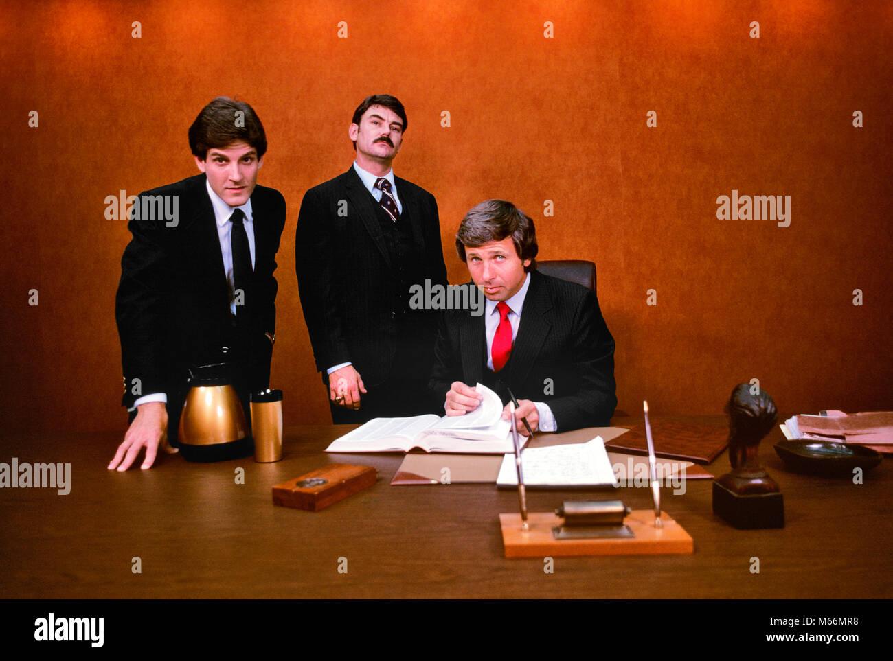 1980s THREE SHARP AGGRESSIVE BUSINESS EXECUTIVES LOOKING AT CAMERA - ko1559 SMT001 HARS 25-30 YEARS 30-35 YEARS - Stock Image