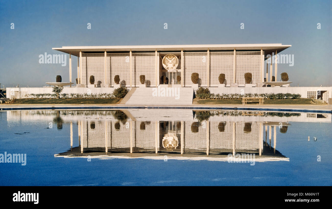 1960s AMERICAN EMBASSY BUILT 1954 BY AMERICAN ARCHITECT EDWARD DURELL STONE NEW DELHI INDIA - kr132234 CPC001 HARS - Stock Image