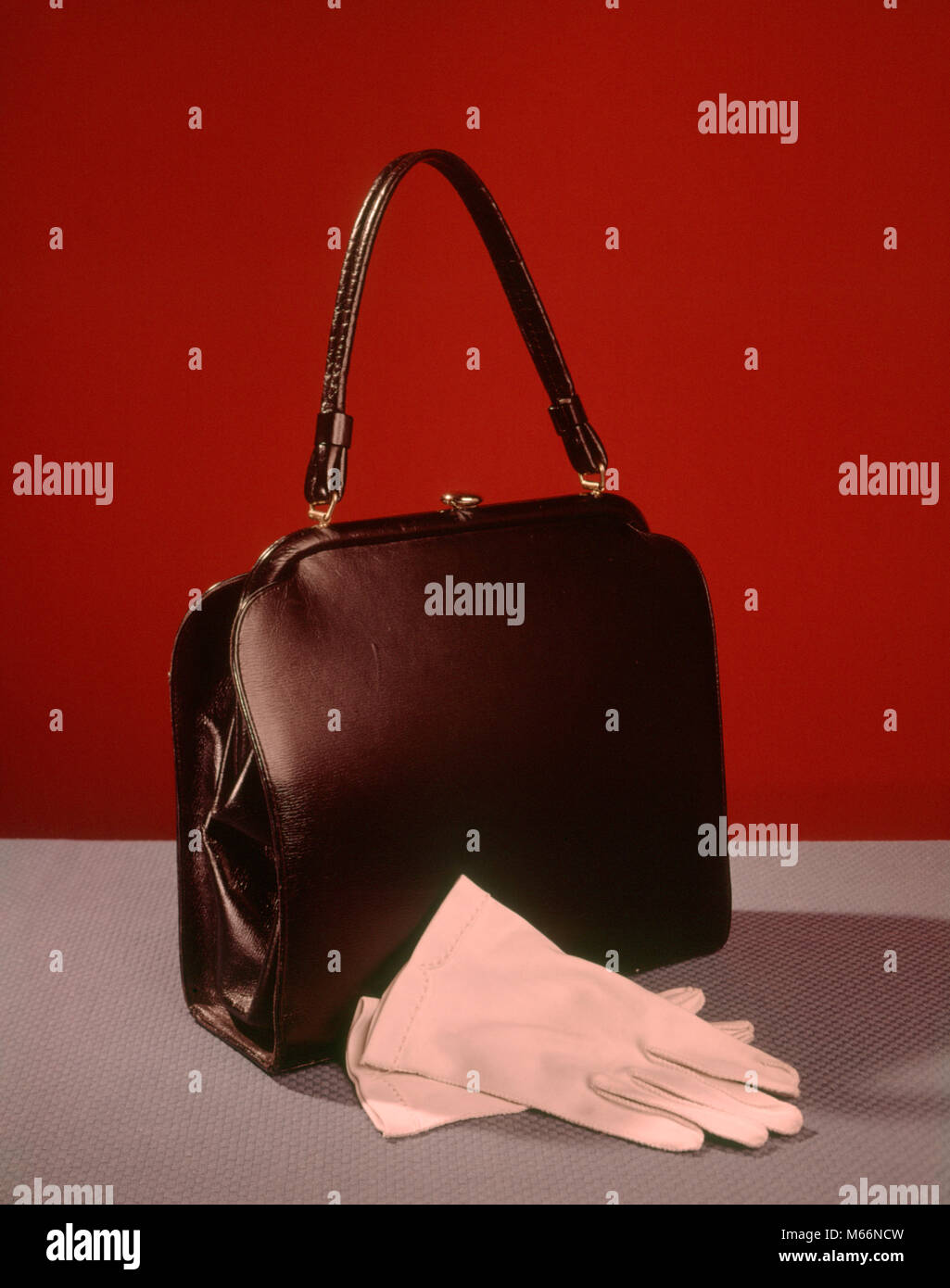 ca79425d07b 1950s 1960s STILL LIFE LADIES BLACK HANDBAG PAIR WHITE GLOVES ...