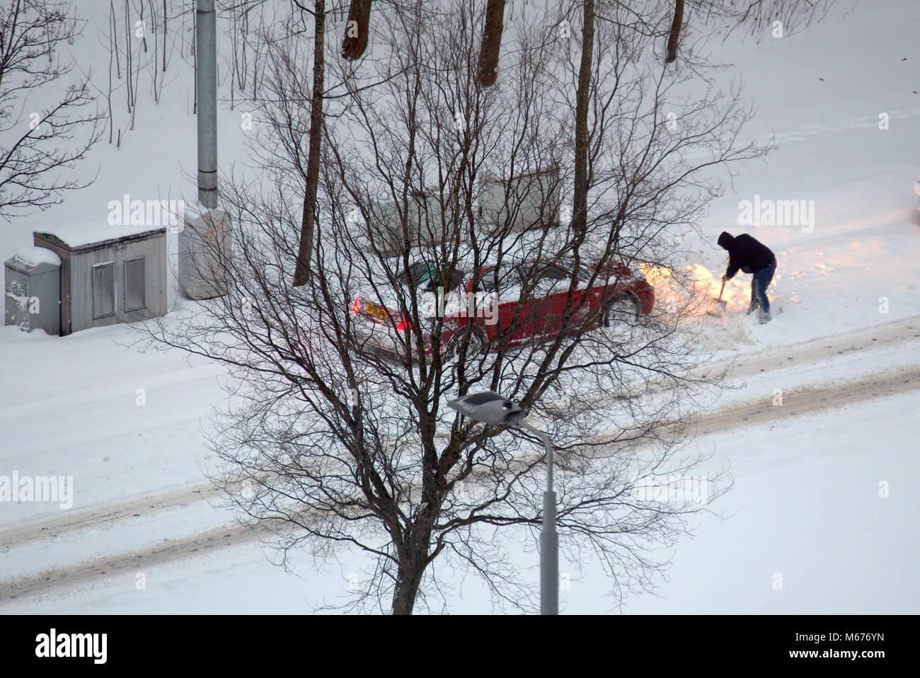 pushing car in snow stock photos  u0026 pushing car in snow