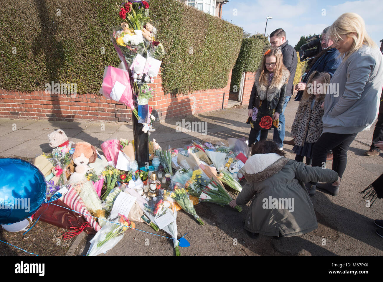Longfellow Road, Stoke, Coventry, UK. 23rd February 2018. Floral tributes and messages of condolence are placed - Stock Image