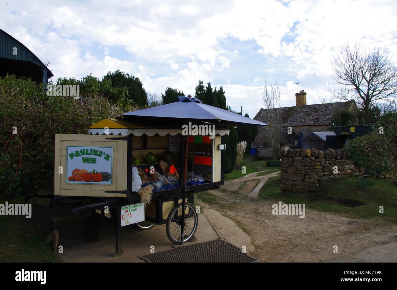 Organic honest box street shop. Stanway Tewkesbury Stock Photo
