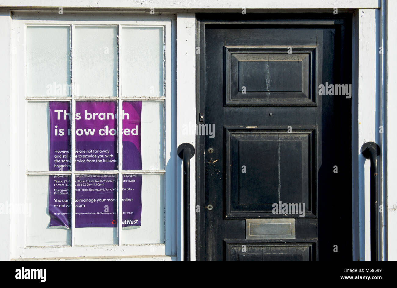 Sign notifying customers that the NatWest bank in Helmsley is now closed, North Yorkshire, England UK - Stock Image