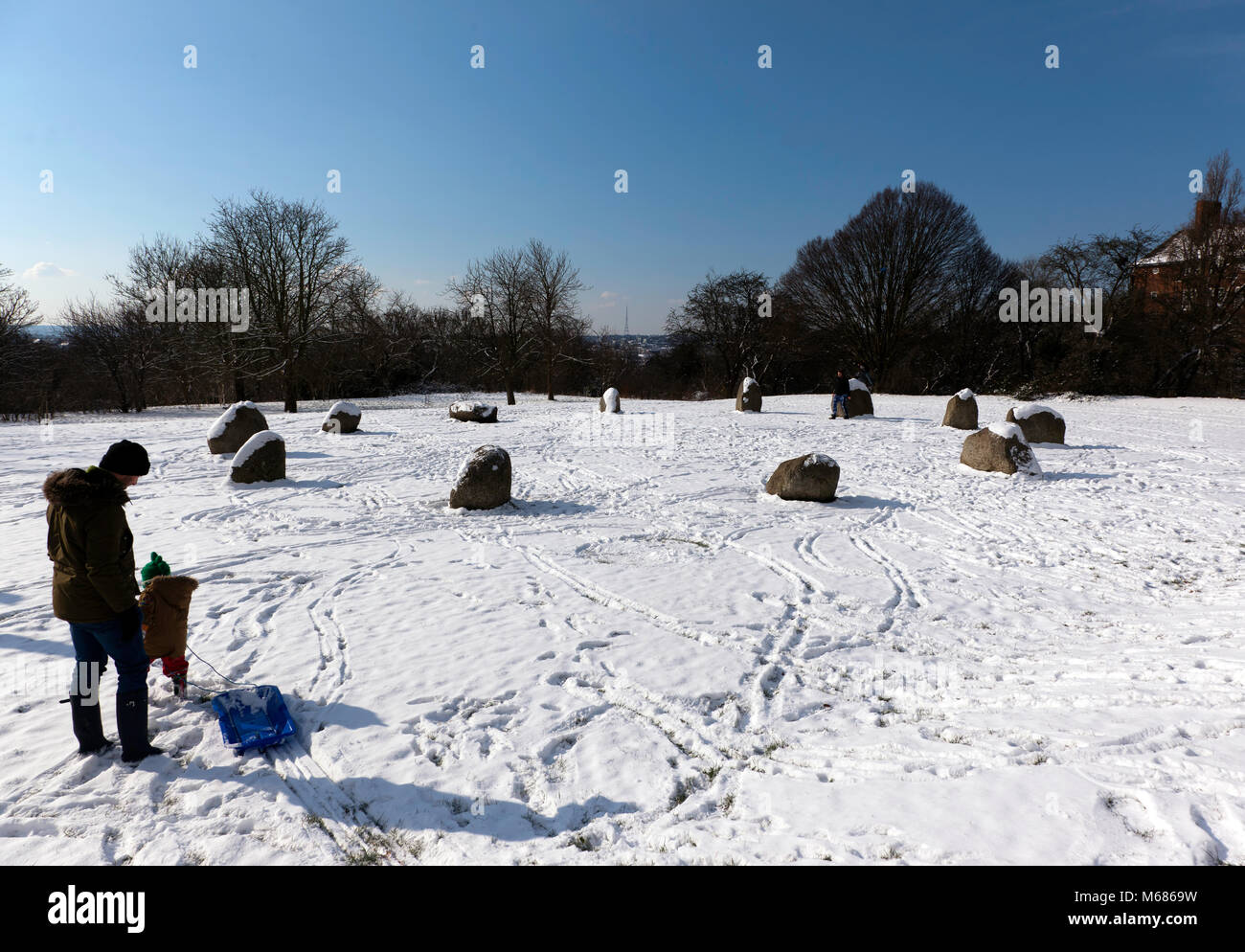 Snow at the Millennium  Stone Circle, Hilly Fields Park, Lewishjam - Stock Image