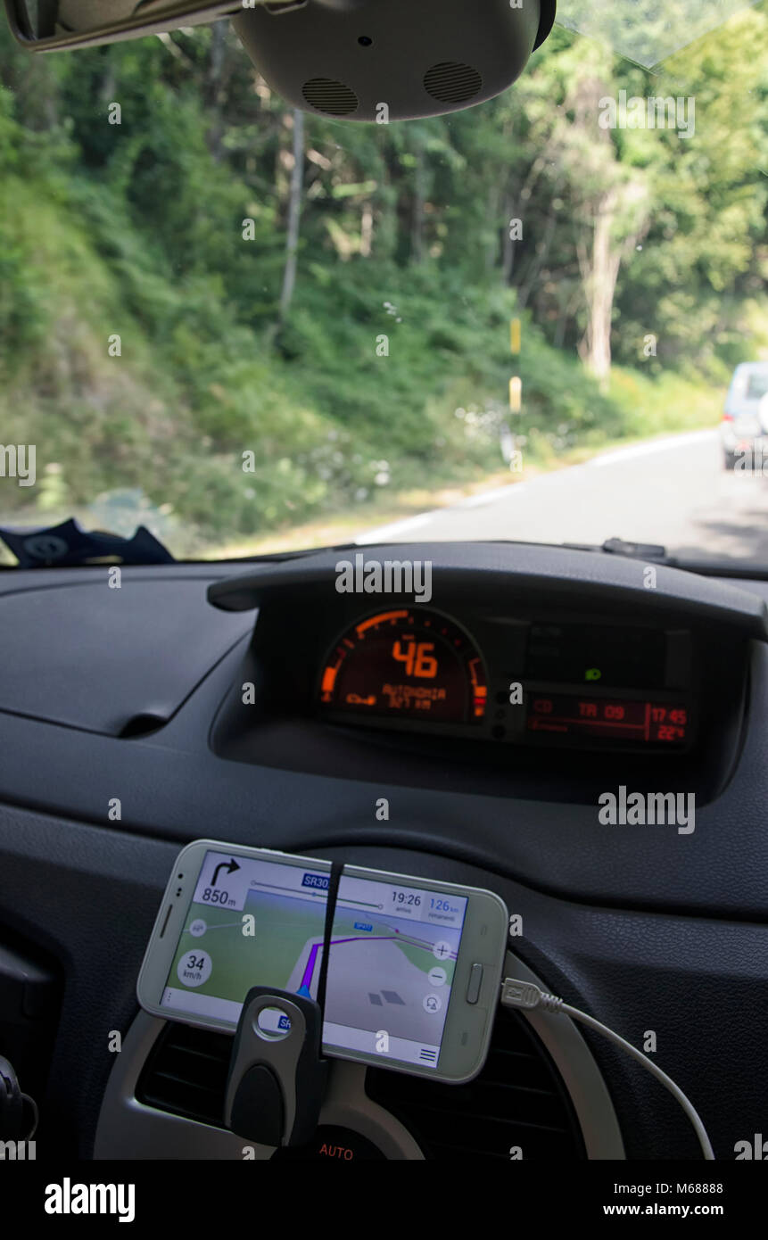 How to use the mobile phone as a sat nav - Stock Image