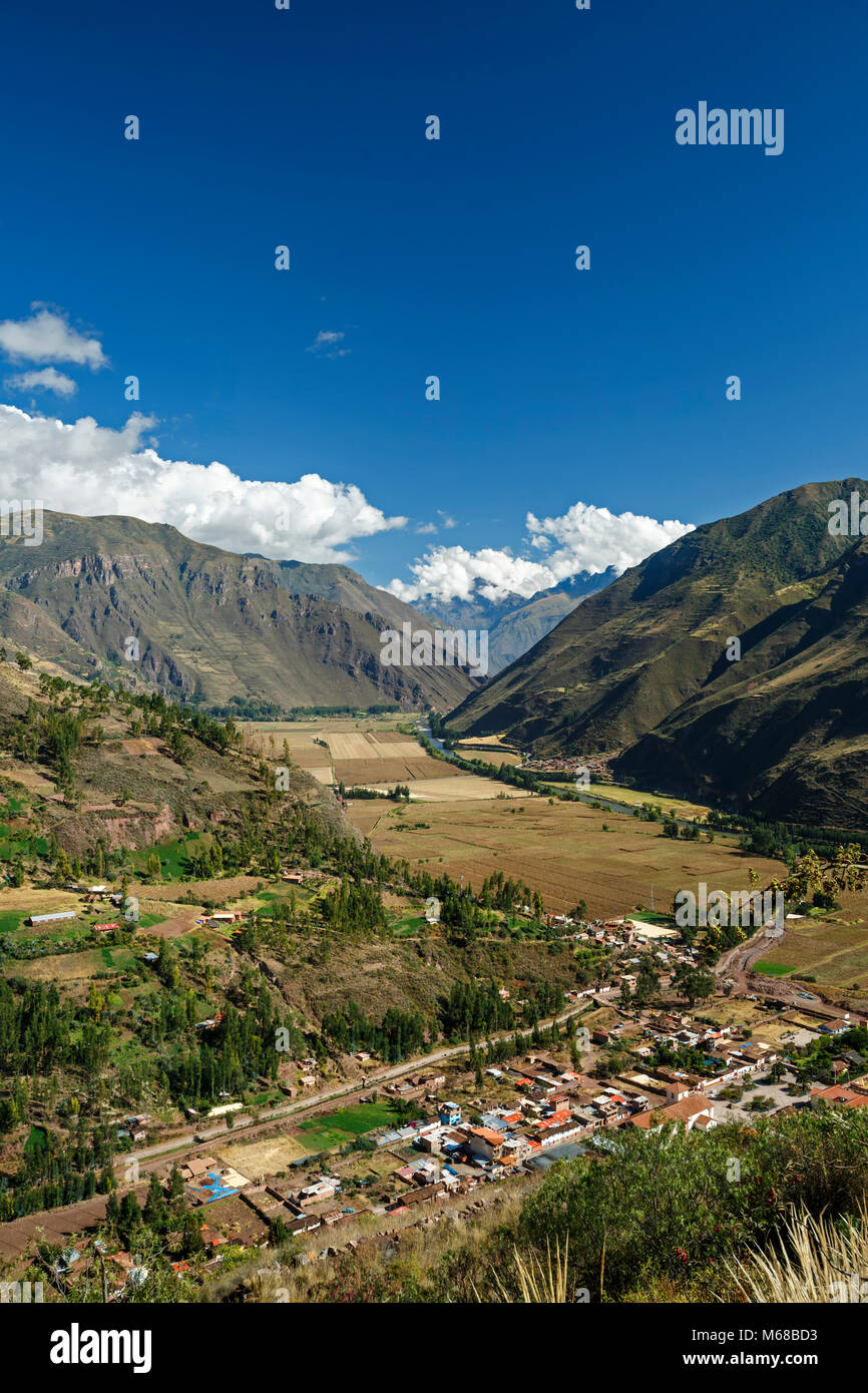 Urubamba Valley (Sacred Valley of the Incas), Urubamba River and Andes Mountains, near Pisac, Cusco, Peru - Stock Image