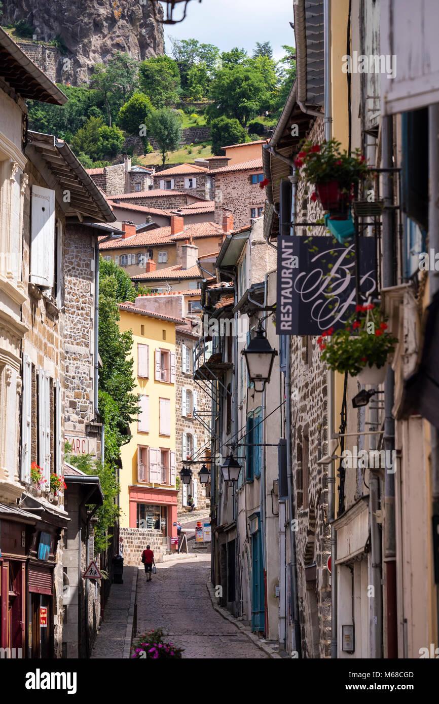 Architecte Le Puy En Velay narrow street in le puy en velay haute-loire auvergne-rhône