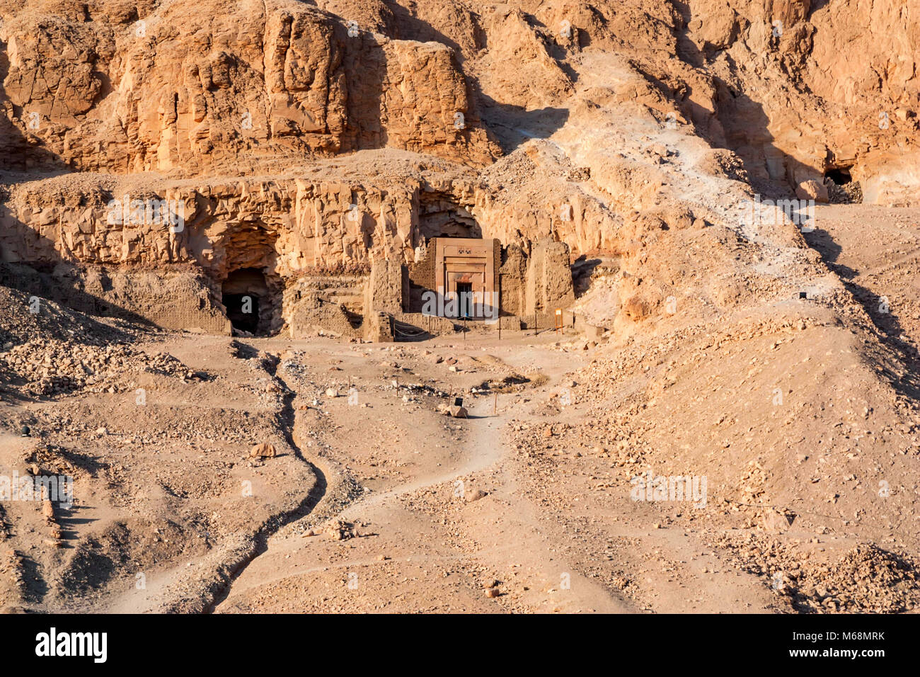 Entrance to tomb of Hatshepsut temple builders - Stock Image