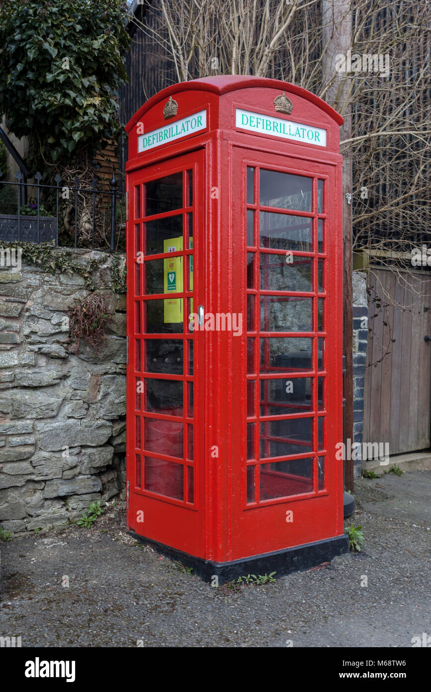 Defribullator in phone box - Stock Image