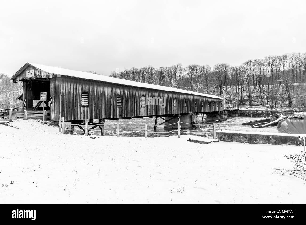 The Harpersfield Covered Bridge and Dam on the Grand River in Northeast Ohio. Stock Photo