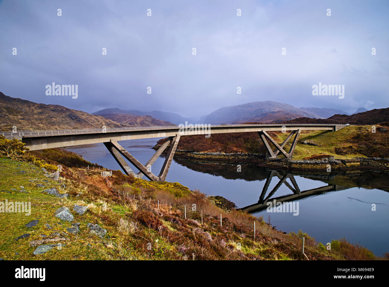 North Coast 500 - The road bridge at Kylesku carrying the A984 over Caolas Cumhann, by Loch a' Chairn Bhain, - Stock Image