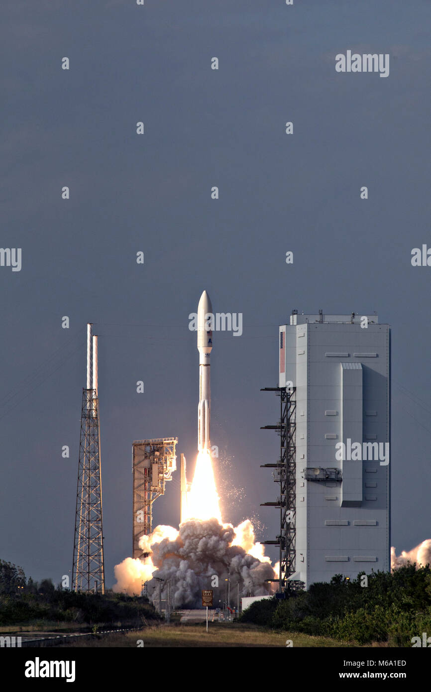 The United Launch Alliance Atlas V rocket lifts off carrying the NOAA Geostationary Operational Environmental Satellite - Stock Image