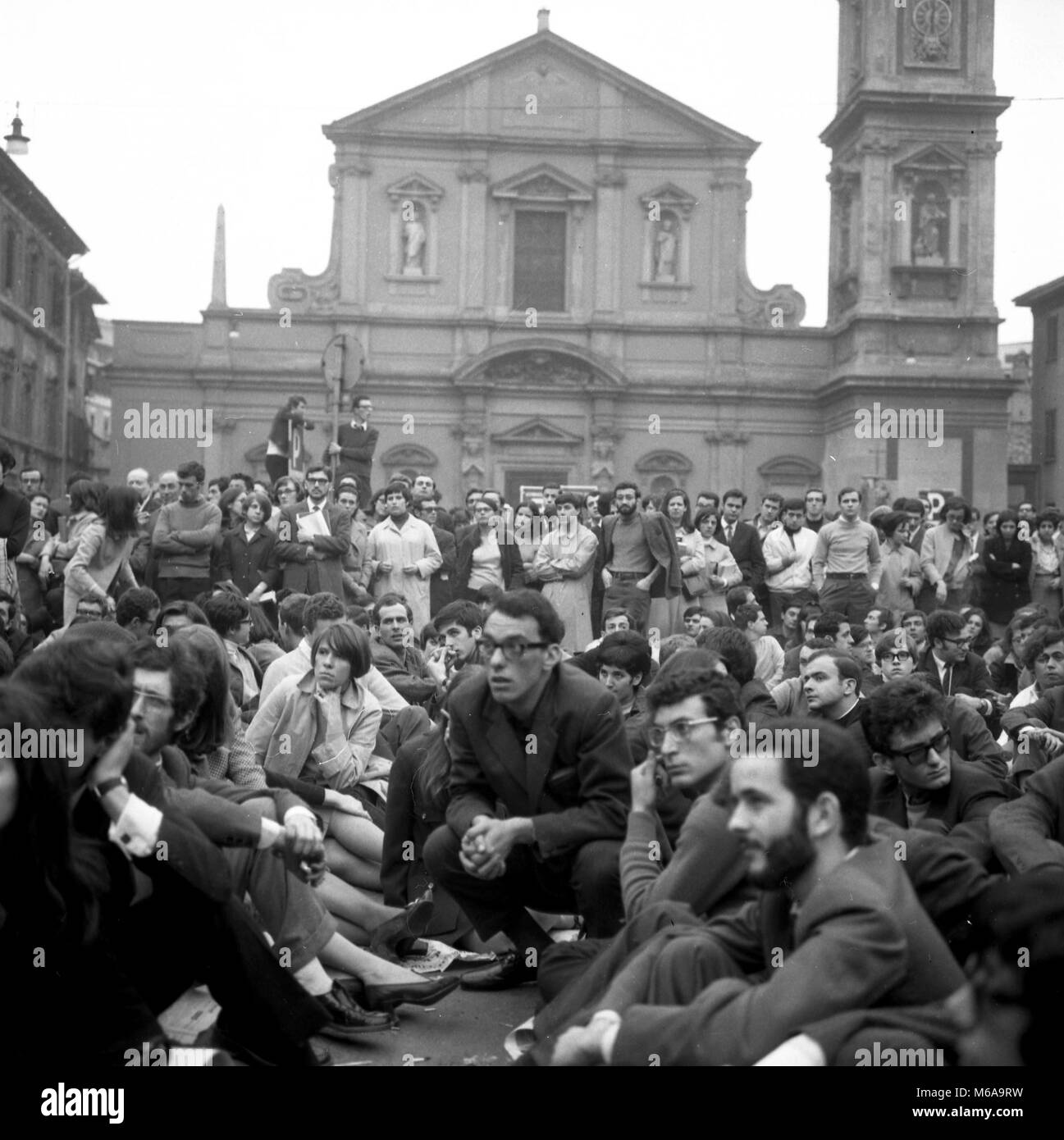 EMPLOYMENT TO THE CATHOLIC UNIVERSITY, MANIFESTATION OF STUDENTS OF THE STUDENT MOVEMENT, SIT IN PIAZZA SANTO STEFANO - Stock Image