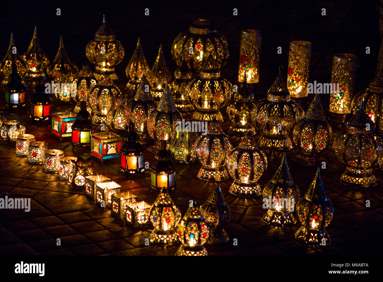 Display of colourful oriental lamps in the market in Marrakesh, Morocco Stock Photo