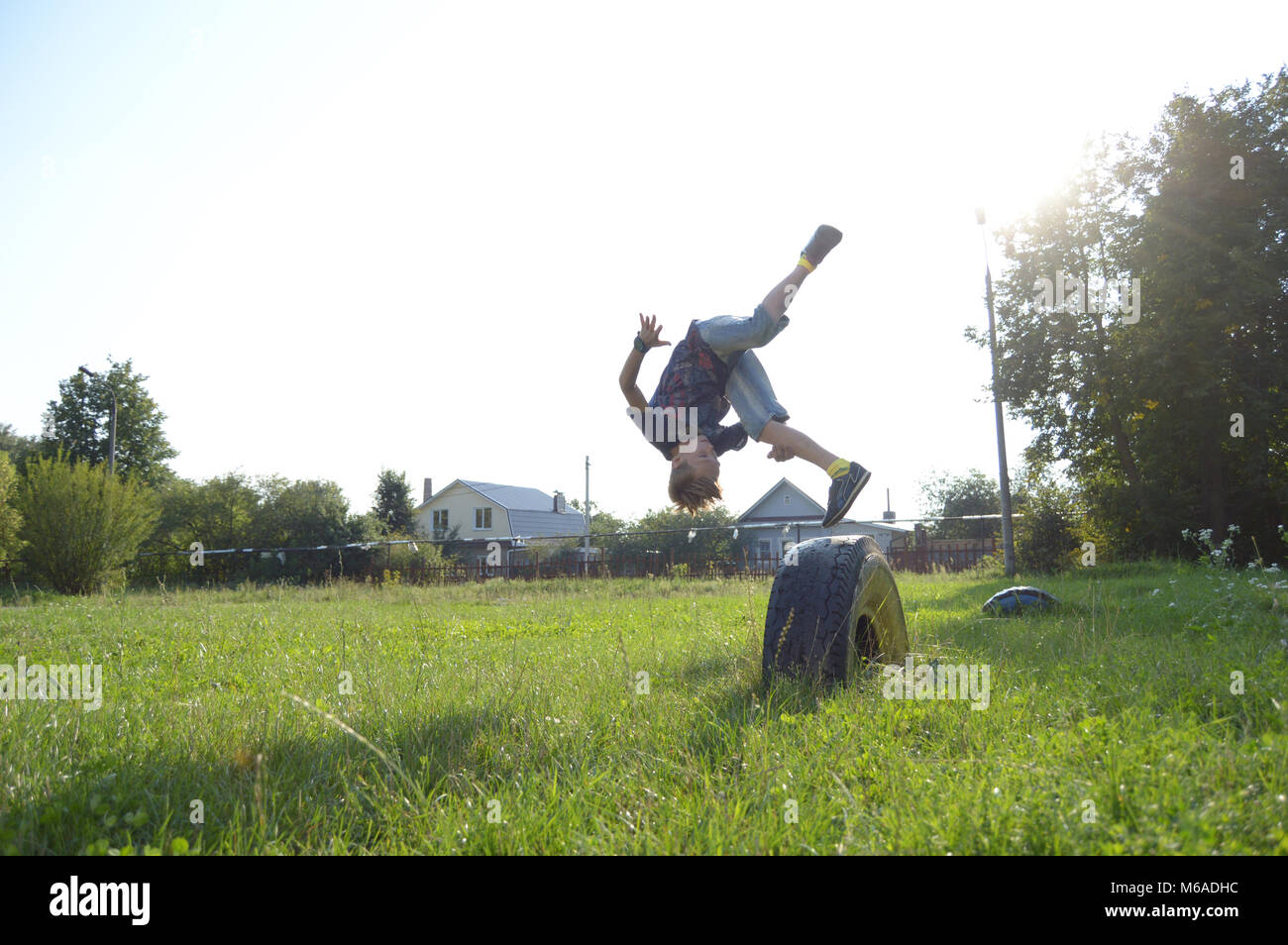 Kovrov, Russia. 21 August 2016. Boy performs arabic somersault in the schoolyard - Stock Image