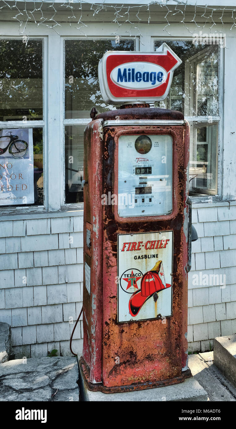 Old Gas Pump Stock Photos & Old Gas Pump Stock Images - Alamy