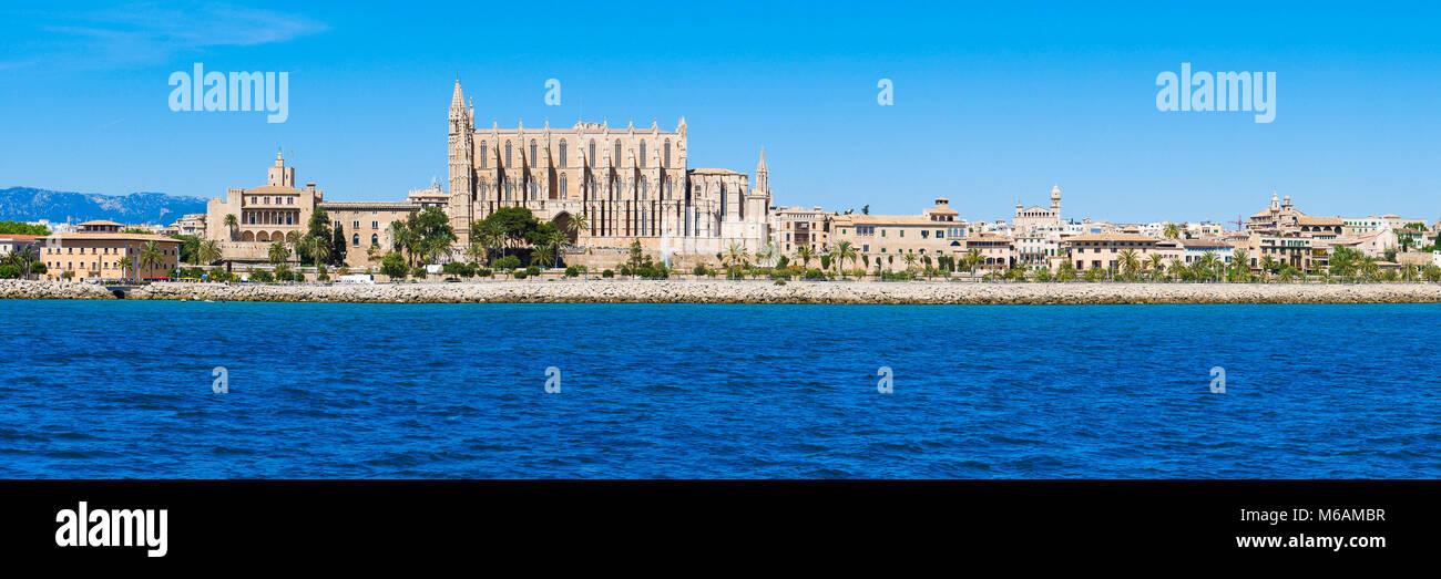 Palma de Mallorca, Spain. La Seu - the famous medieval gothic catholic cathedral. Panorama from the sea. - Stock Image