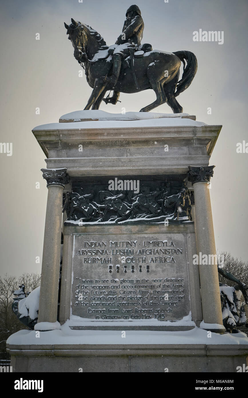 Lord Roberts Statue in Kelvingrove Park covered in snow after blizzard - Stock Image