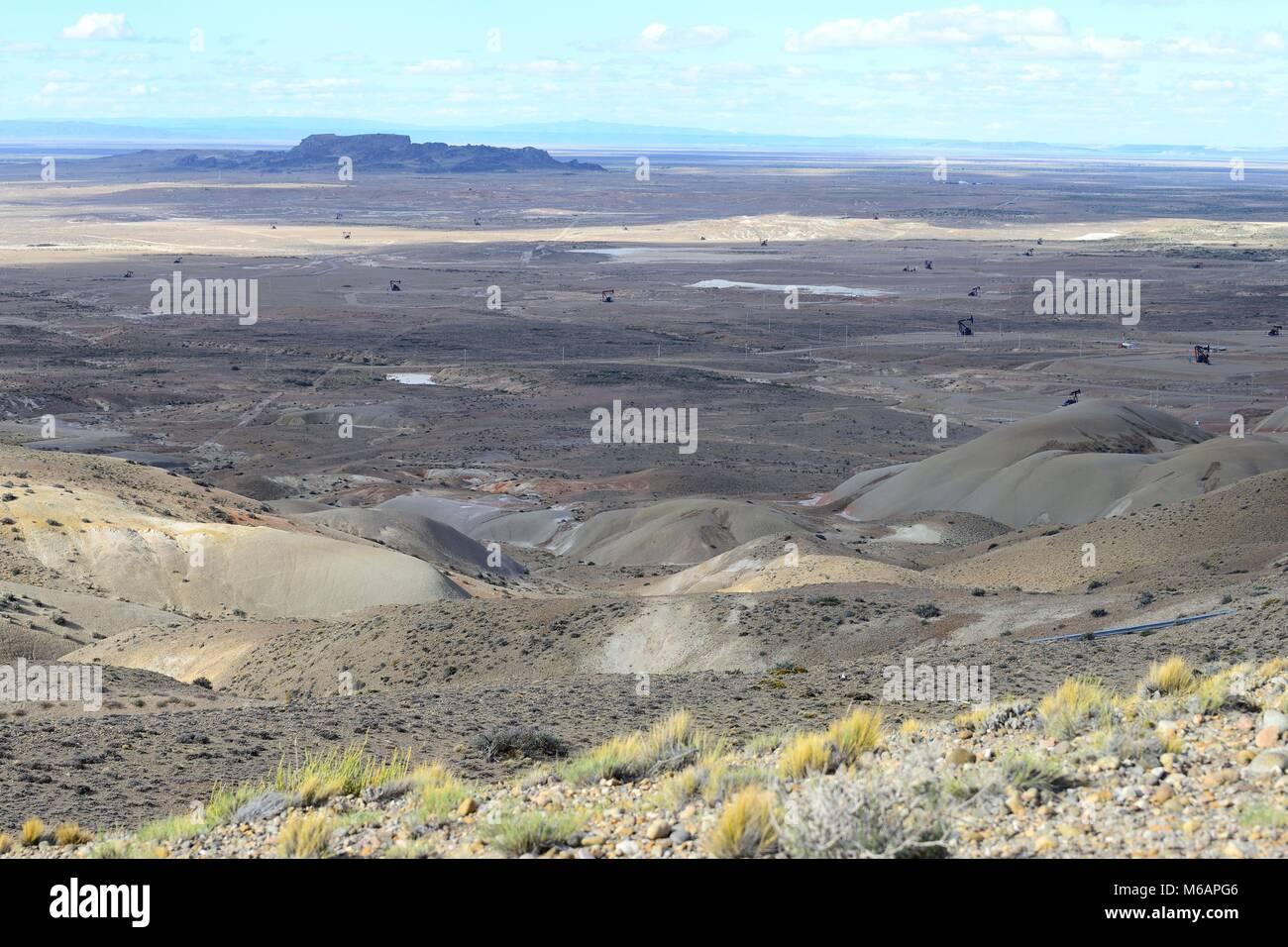 Crude oil production at Punto El Chulengo, Ruta 26, Comodoro Rivadavia, Chubut, Argentina - Stock Image