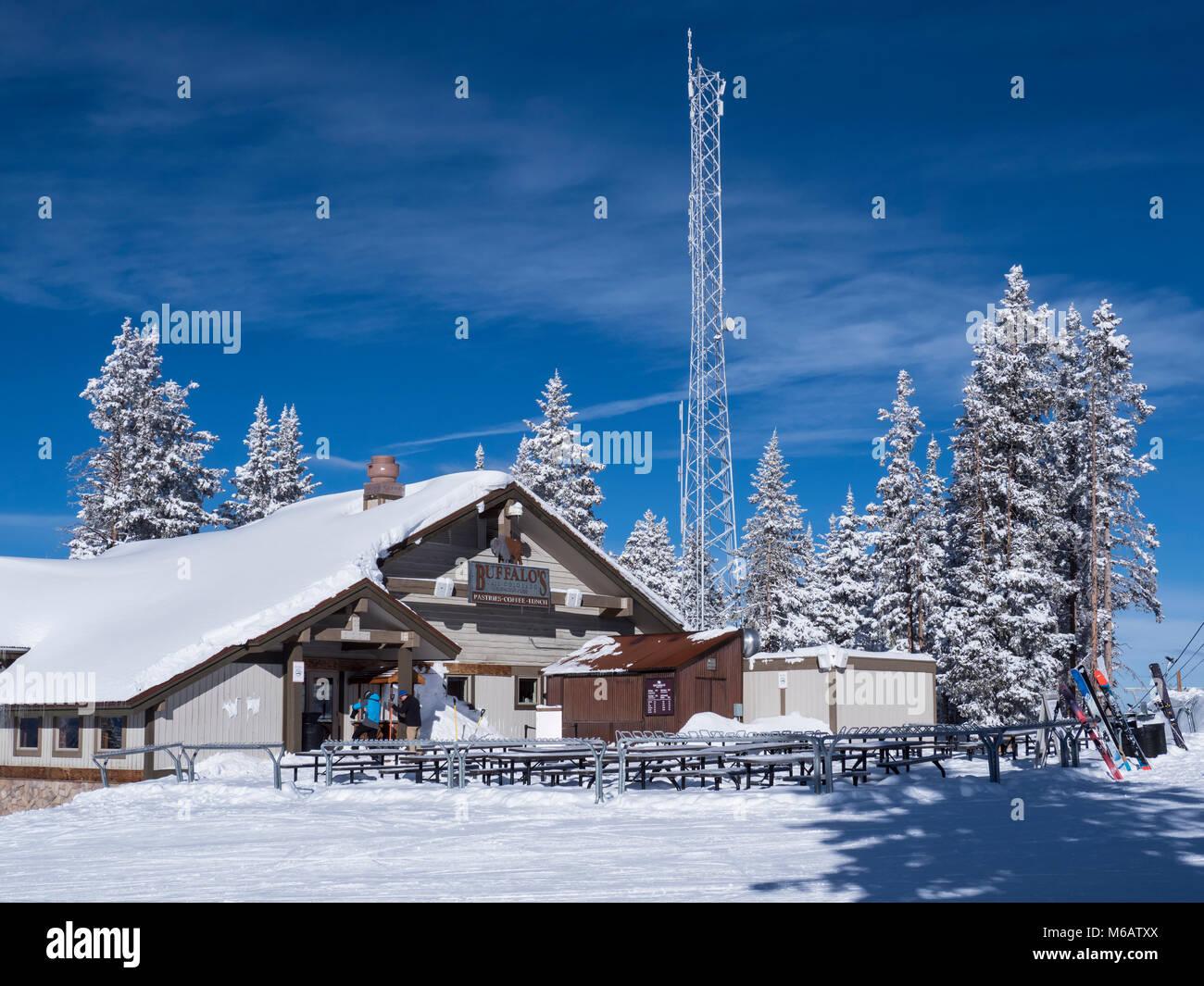 Buffalo's day lodge and restaurant, winter, Vail Ski Resort, Vail, Colorado. - Stock Image