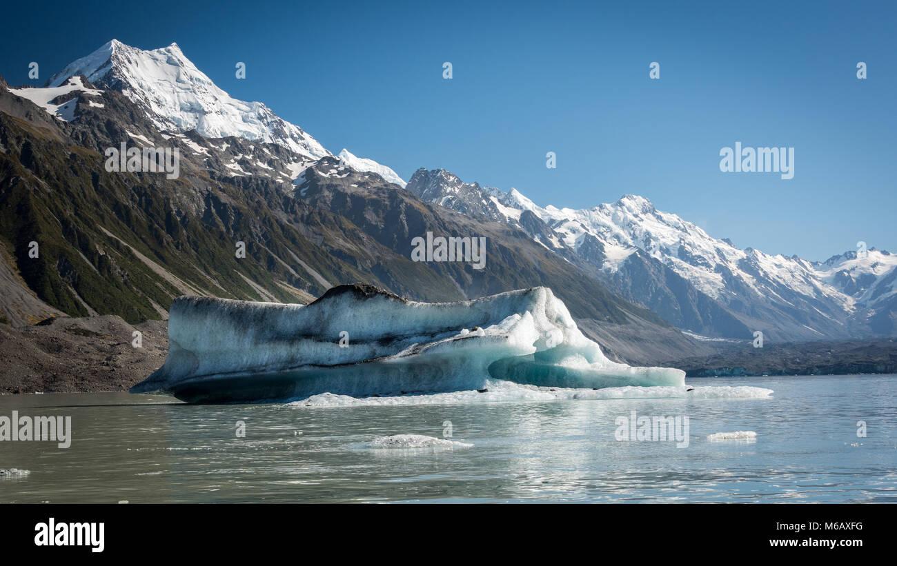 Ice Berg, Tasman Glacier Lake, South Island, New Zealand - Stock Image