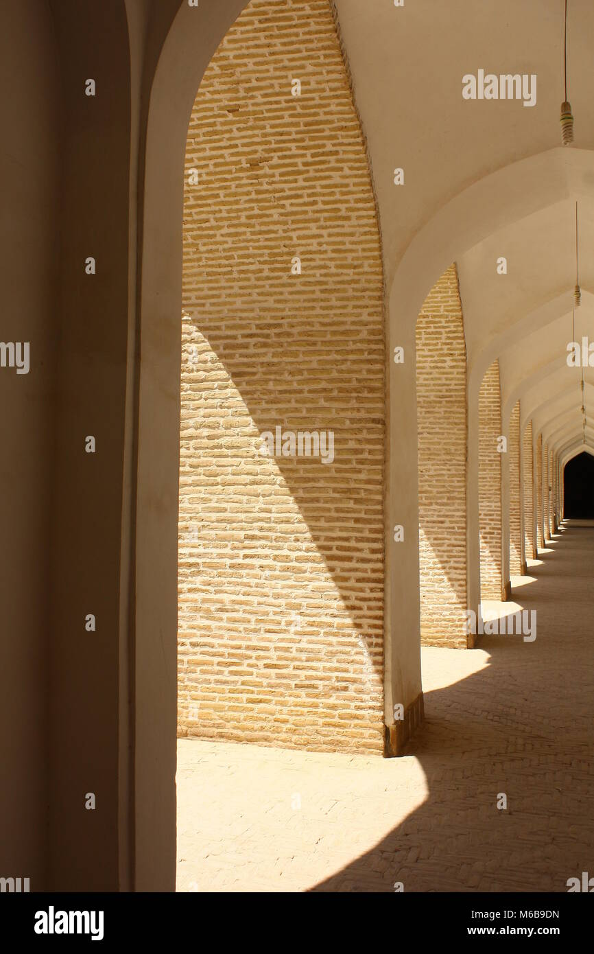 Geometric hallway in natural colors and central perspective, clean and sunny. Taken in Rajastan, India. - Stock Image