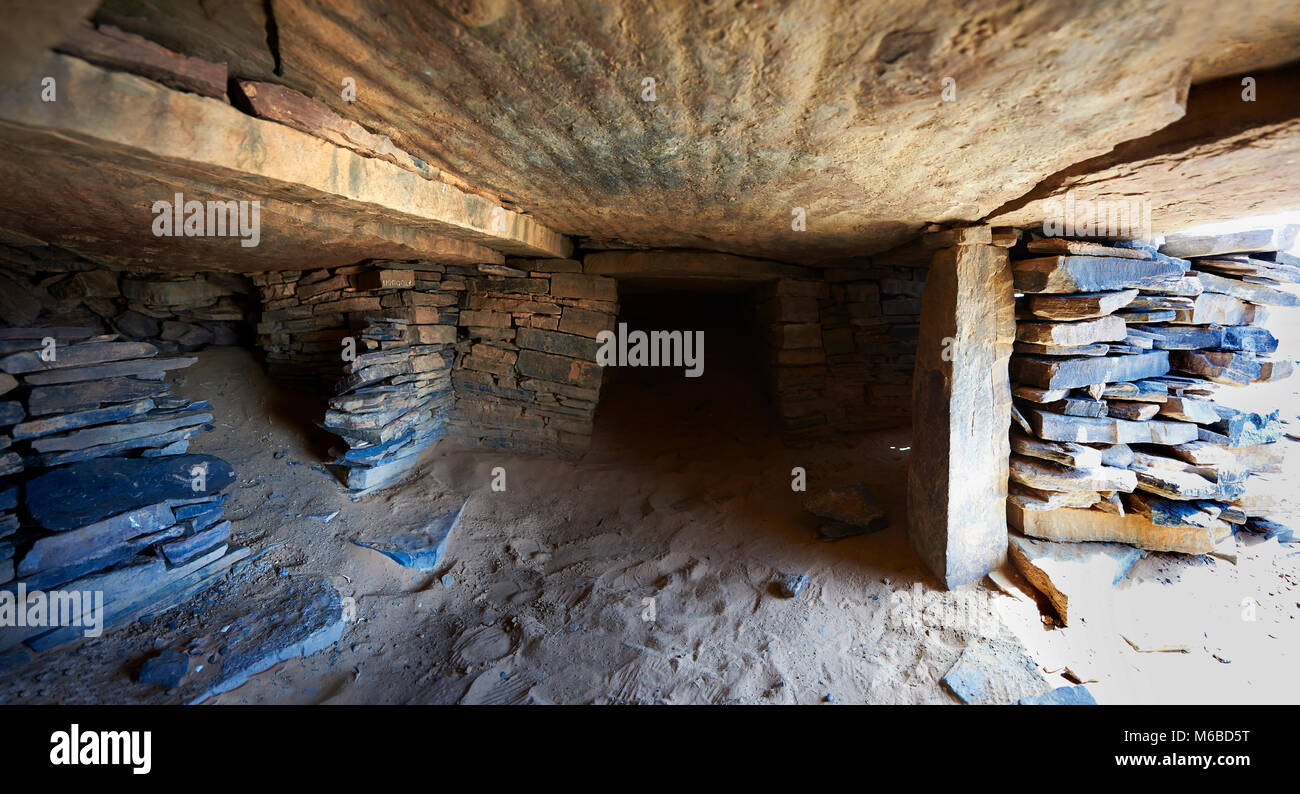 Interior chamber of a northern Sahara burial tumuli in the hills 20km east of Taouz, Morocco Stock Photo
