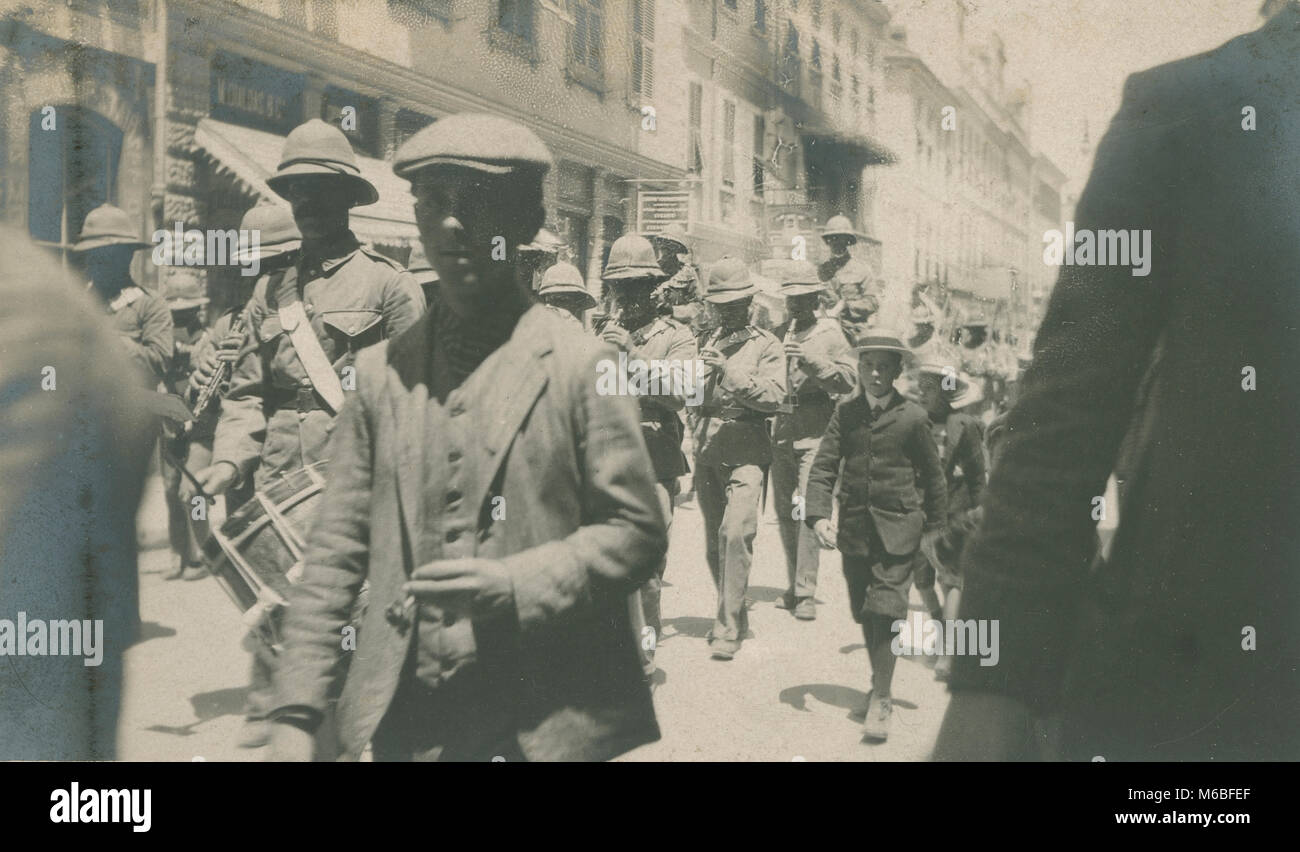 Antique c1900 photograph, military soldiers play fife and drum in a parade. Location unknown, possibly Italy. - Stock Image