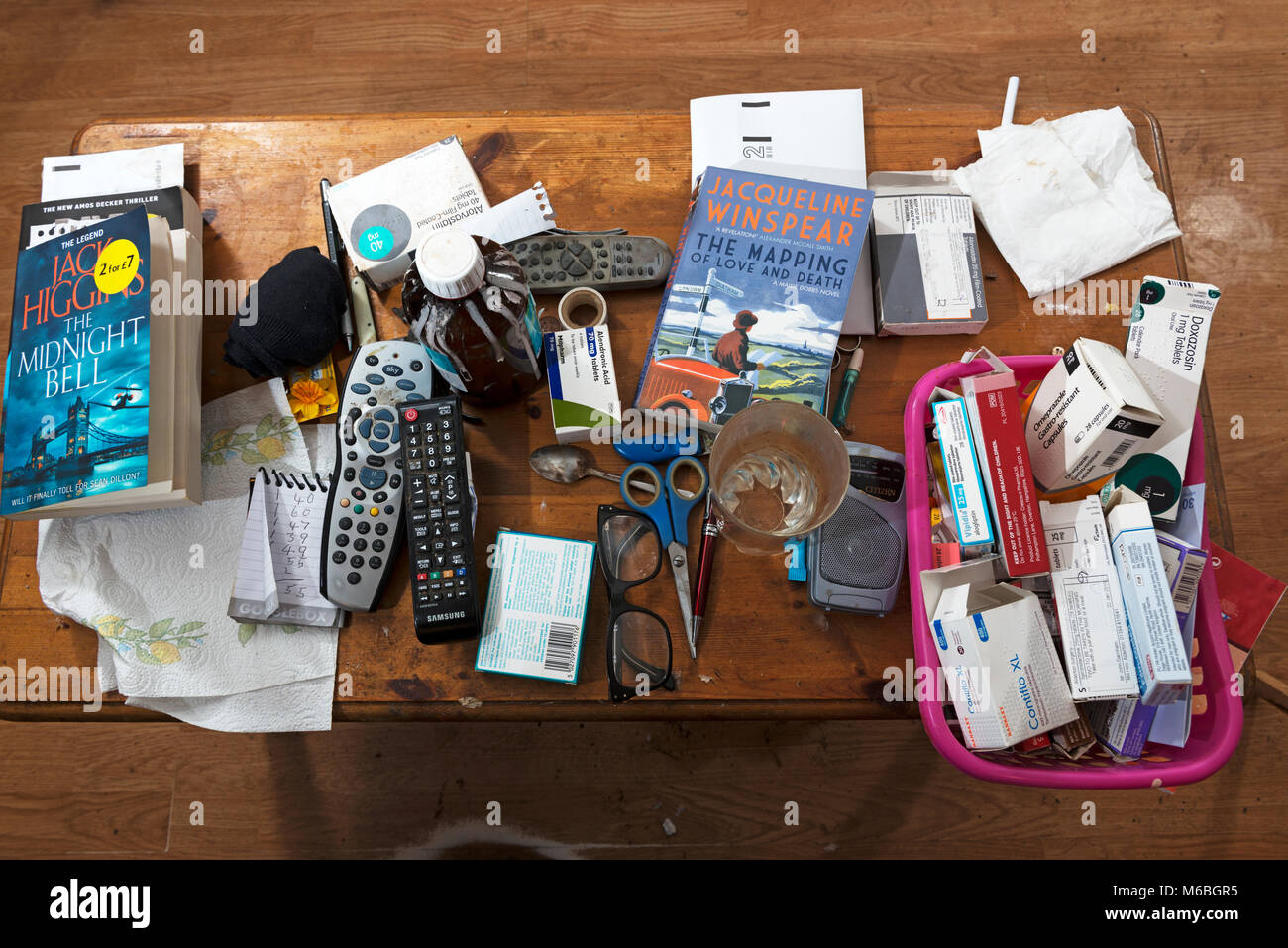 Messy coffee table - Stock Image