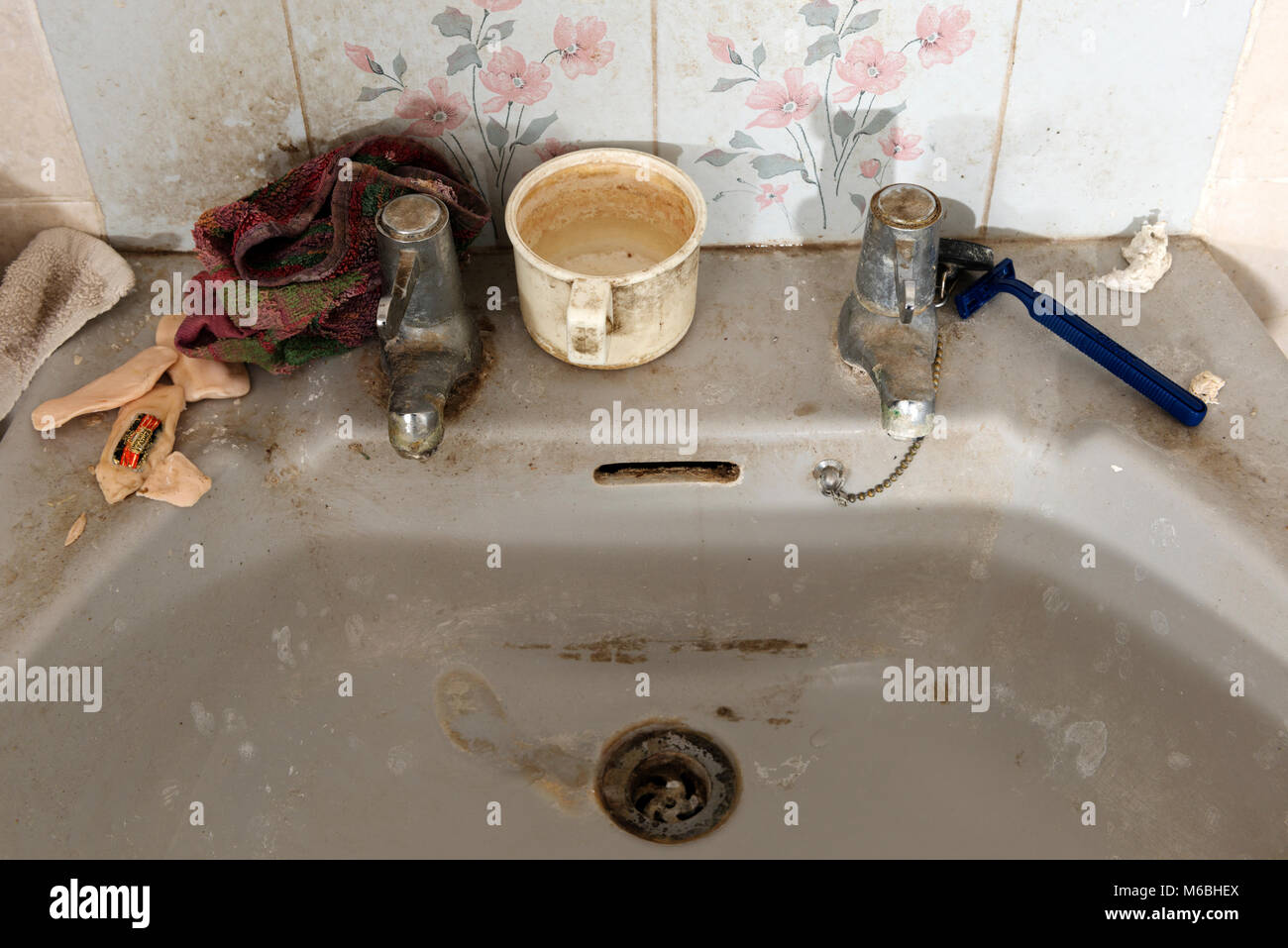 Dirty bathroom sink - Stock Image