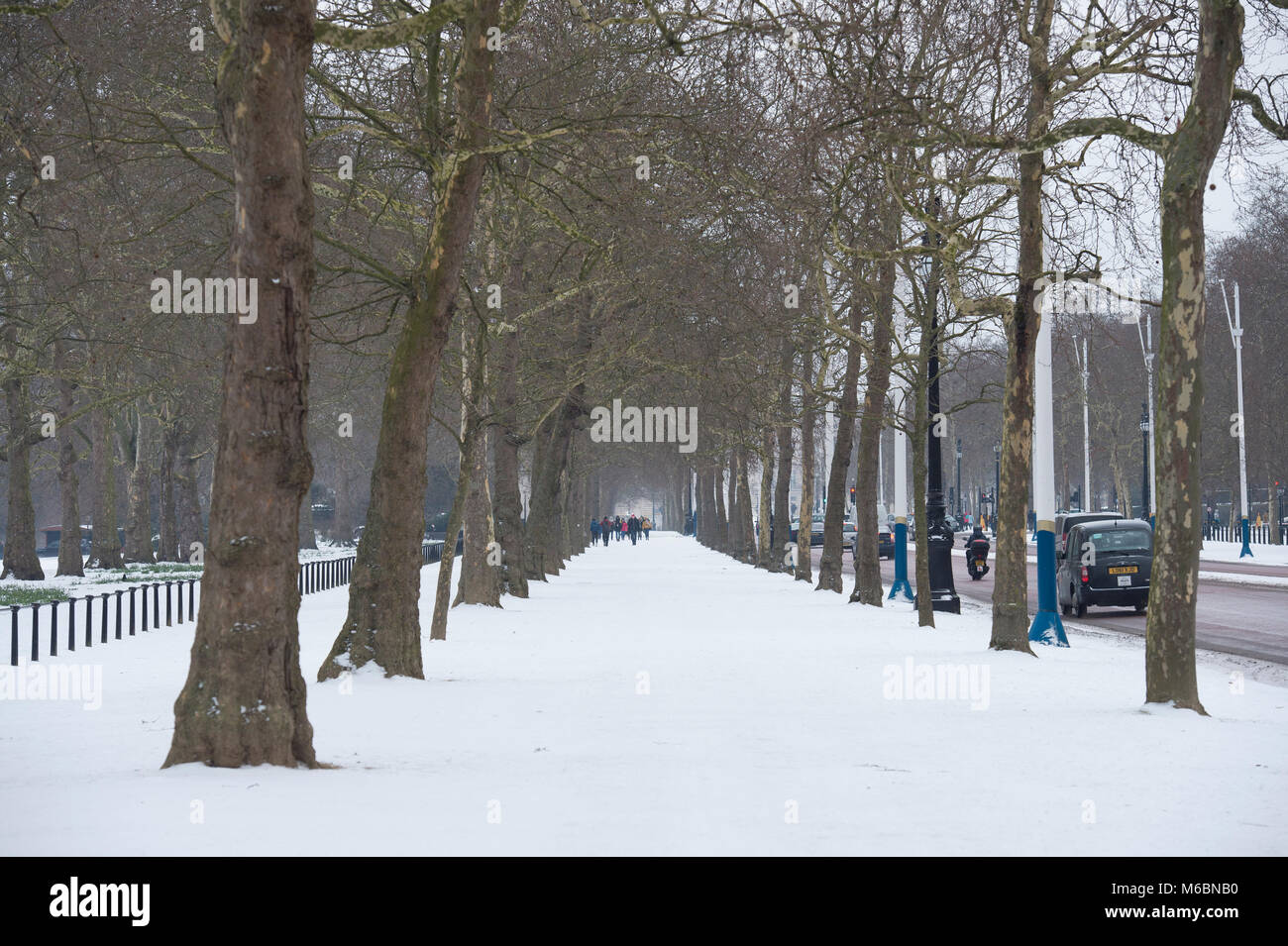 The Mall, London, UK. 1 March 2018. Overnight snow covers pavements on The Mall in Westminster. - Stock Image