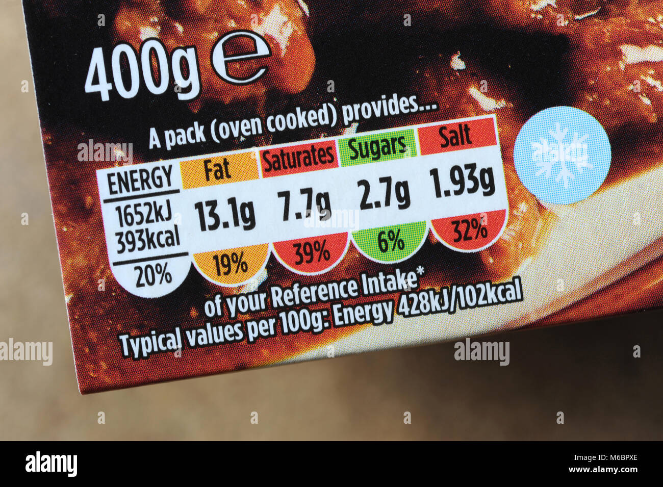 FOOD PACKAGE TRAFFIC LIGHT NUTRITIONAL INFORMATION LABEL RE HEALTH FITNESS OBESITY OVERWEIGHT FAT CALORIES ETC UK - Stock Image