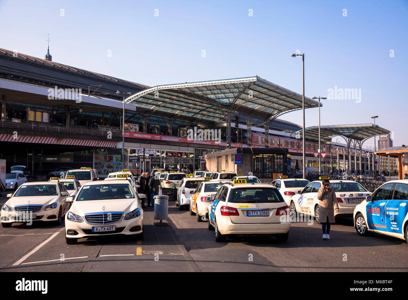 Germany, Cologne, taxis infront of the entrance of the main station at the Breslauer square.  Deutschland, Koeln, - Stock Image
