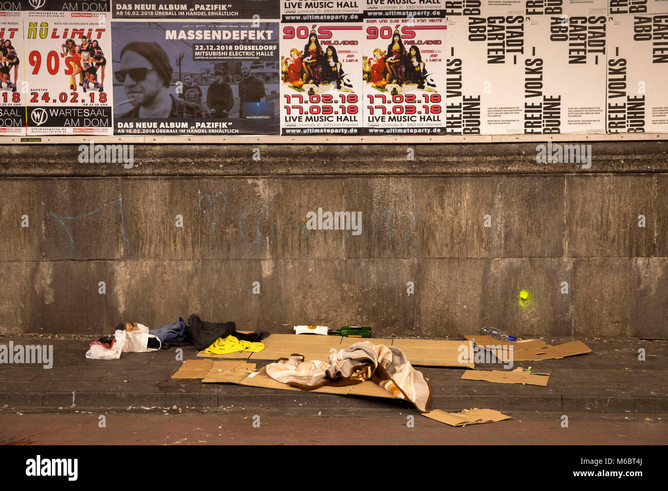 sleeping berth of a homless person under the main station, Cologne, Germany.  Schlafplatz eines Obdachlosen unter - Stock Image