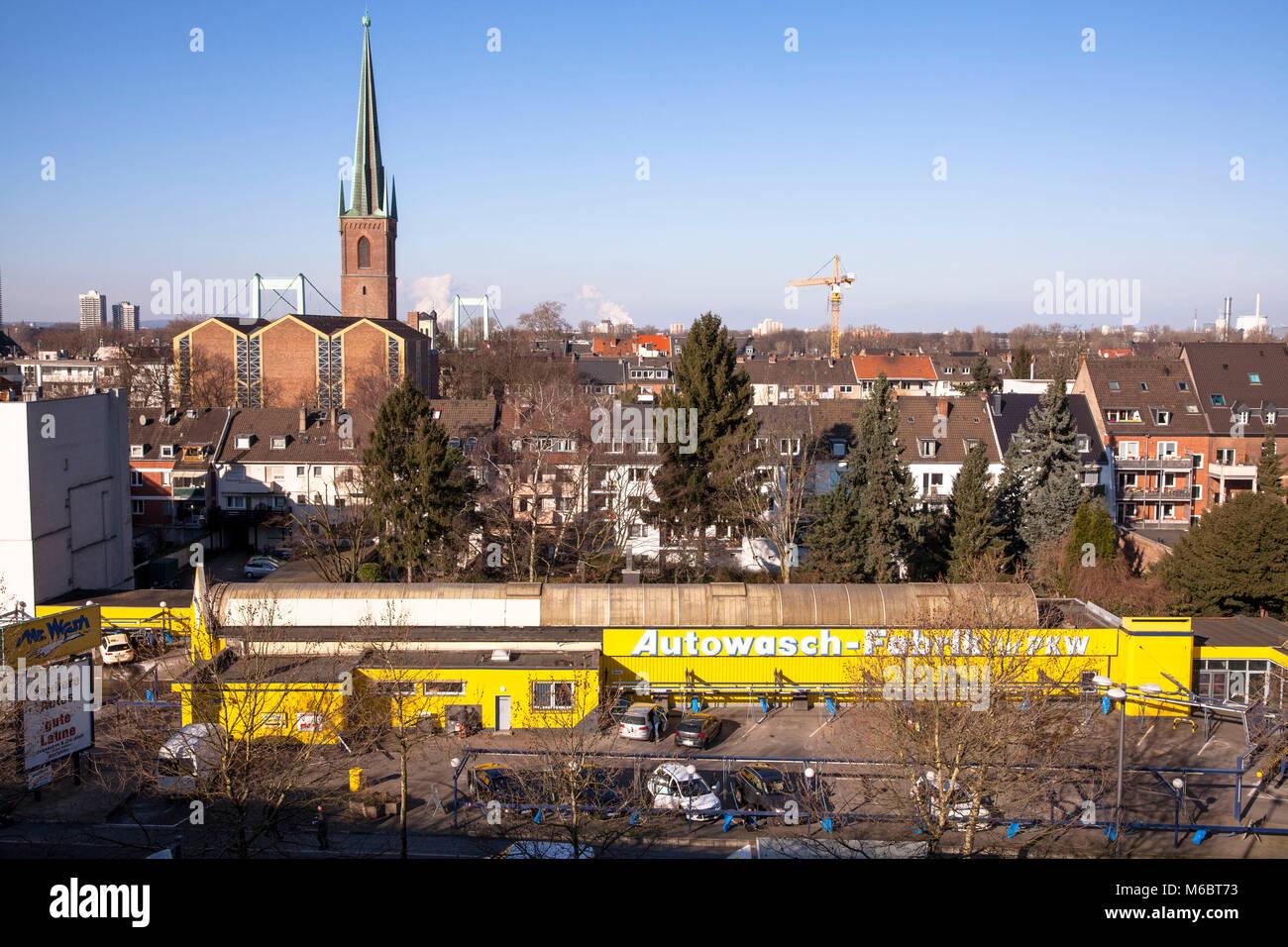 Germany, Cologne, car wash on the street Clevischer Ring in the district Muelheim.  Deutschland, Koeln, Autowaschstrasse - Stock Image
