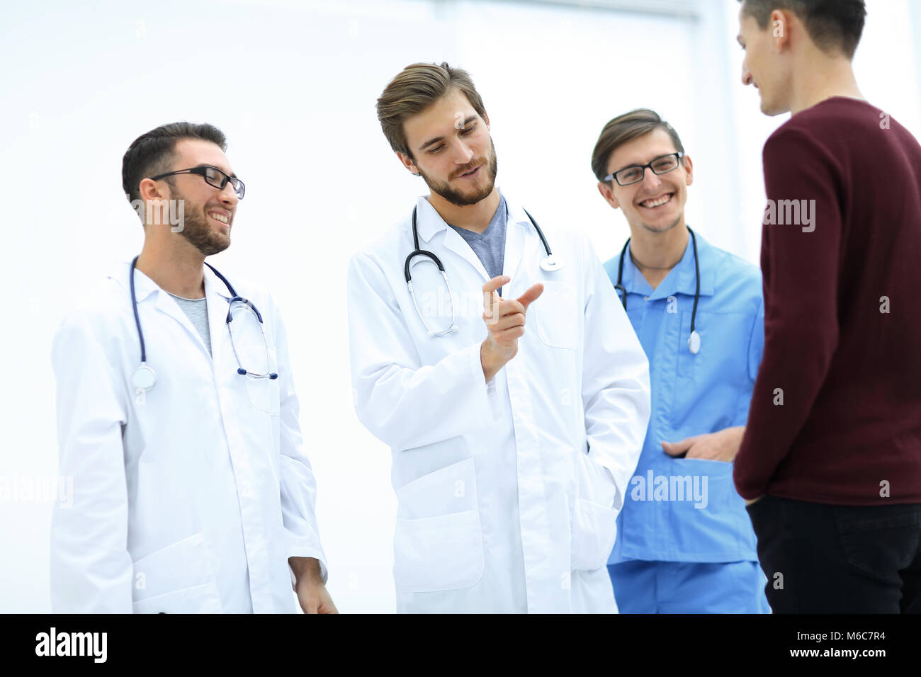 doctor explaining diagnosis to his patient - Stock Image