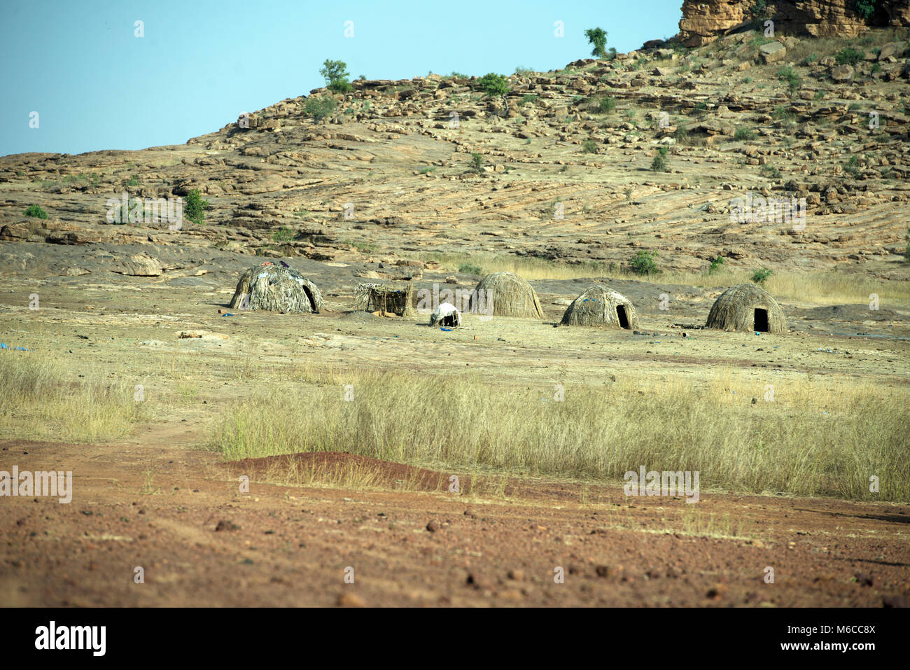 Small straw huts are built to support the nomadic lifestyle of the indigenous Fulani tribe. Mali, West Africa. - Stock Image